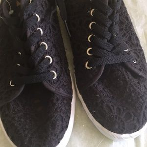 Lace sneakers ❤️💖❤️💖❤️💖